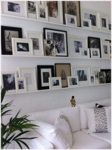 Inspiring ways to style your walls with different size pictures