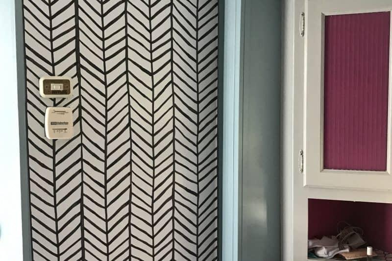 black and white pattern stripes wallpaper