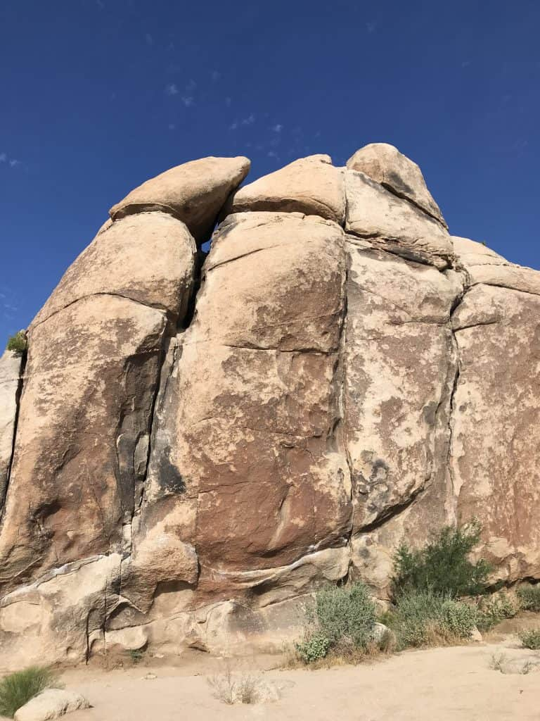 Climbing Boulders in Joshua Tree NP. Best 5 things to do in Joshua Tree National Park on a day