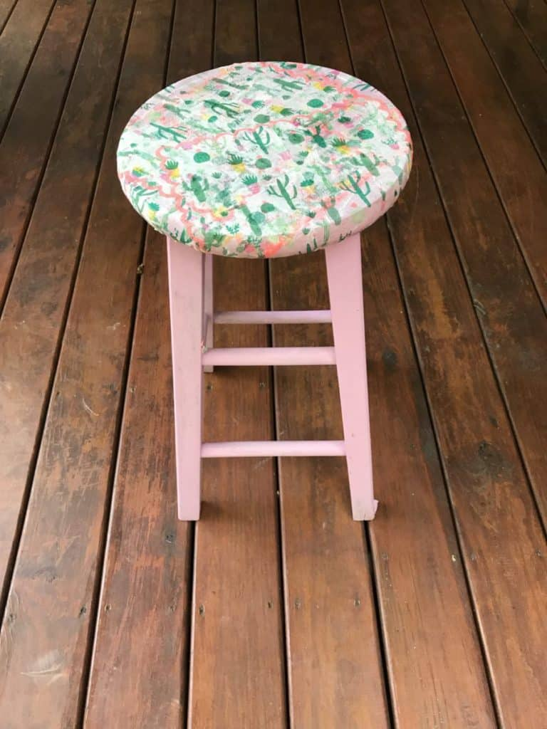 stool with decoupaged seat, how to decoupage