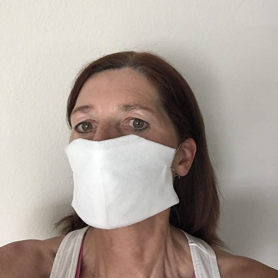 Sterile no-sew face mask. Easy tutorial how to make a sterile mask. Don't wash them, you have to replace masks to protect yourself. DIY, homemade face mask.